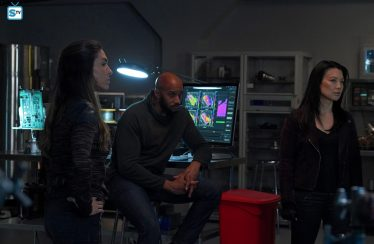 "Agents of S.H.I.E.L.D. 5×11 ""All the Comforts of Home"" Synopsis, Photos & Promo"